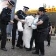 Et oui, vous avez bien lu, la police de Londres a arrêté un ours polaire. La preuve en photo Il s'agit en fait d'actions non-violentes organisées par Greenpeace. En effet, […]