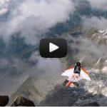 Premier saut en wingsuit depuis le sommet du Petit Drus dans le massif du Mont-Blanc