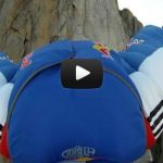 Valery Rozov saute en Wingsuit aux Petits Drus
