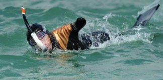 Philippe Croizon, amputé des deux bras et des deux jambes, s'entraine afin de préparer la traversée de La Manche à la nage. Photo Xavier Léoty
