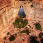 Enfin la vidéo du vol incroyable en Wingsuit d'Alexander Polli à travers une cavité très étroite d'une montagne