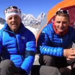 Bagarre sur l'Everest à 7.200 m d'altitude entre des sherpas et les 2 alpinistes Ueli Steck et Simone Moro