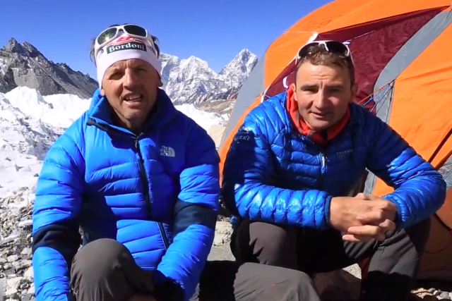 Simone Moro et Ueli Steck sur l'Everest (Crédit : EpicTV)