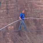 LE FUNAMBULE WALLENDA TRAVERSE LE GRAND CANYON SUR UN FIL