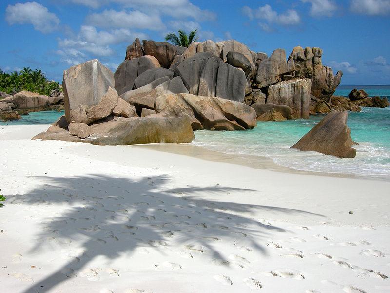 800px-Anse_Cocos-La_Digue-Seychelles