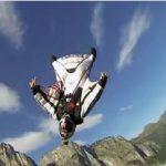 Vidéo: Incroyable, un vol à l'envers, la tête en bas, en wingsuit !