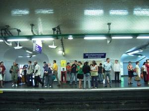 800px-195682656_90b5548f1e_b_Metro_de_Paris_station_Montparnasse_Bienvenue
