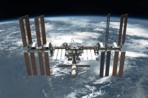 800px-STS-134_International_Space_Station_after_undocking[1]