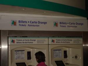 Automated_machine_at_Paris_Métro
