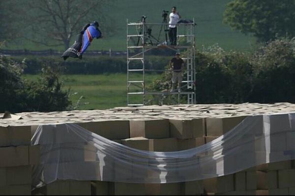 gary-connery-wingsuit-sans-parachute-image[1]