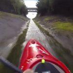 Incroyable : Du kayak dans un fossé de drainage
