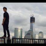 Un ado grimpe au sommet du World Trade Center. Le chef de la sécurité démissionne.