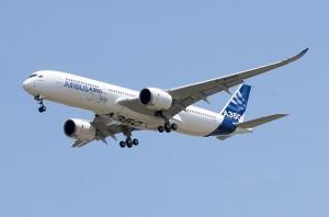 800px-A350_First_Flight_-_Low_pass_03[1]