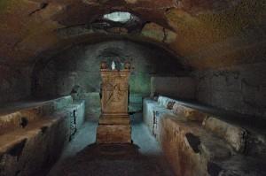 800px-Mithraeum_San_Clemente_Rom[1]