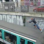 Paris : il saute sur le toit d'une rame de métro