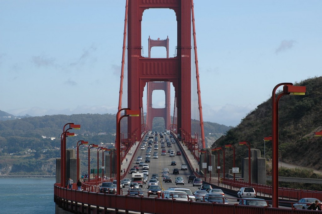 1280px-Golden_Gate_Bridge_Front_Traffic[1]