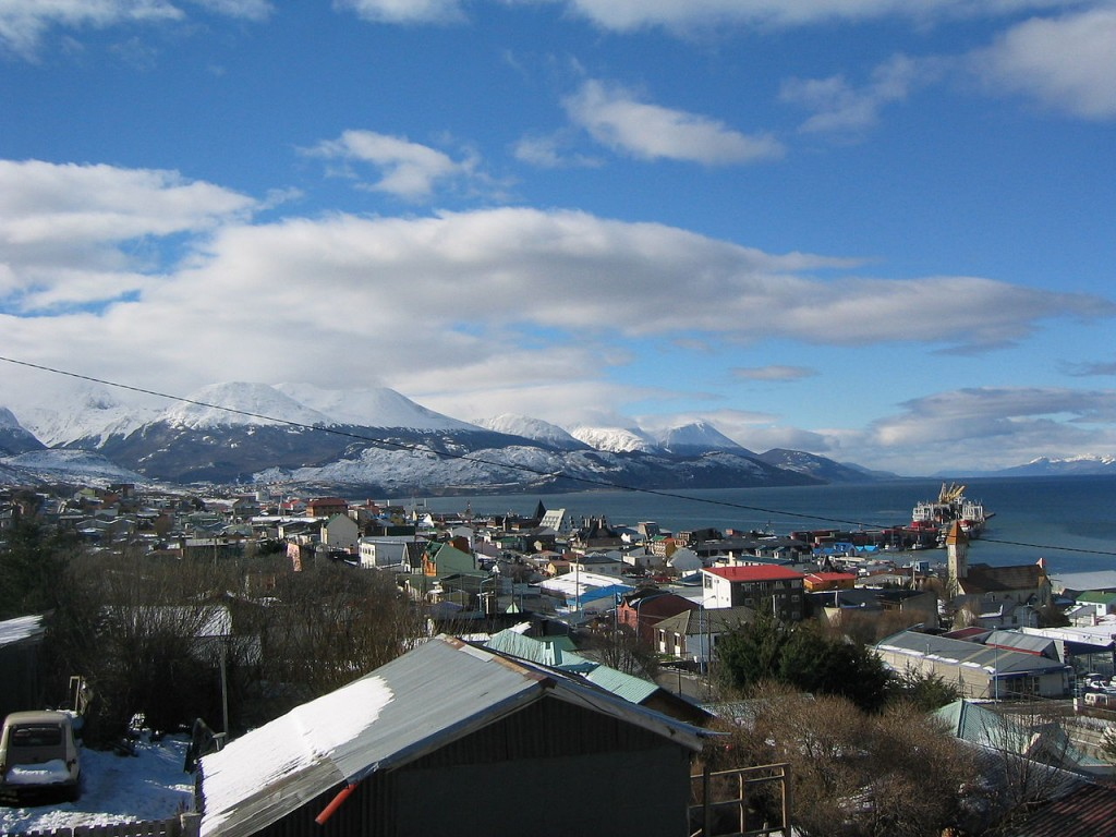 1280px-Ushuaia_in_early_Spring[1]