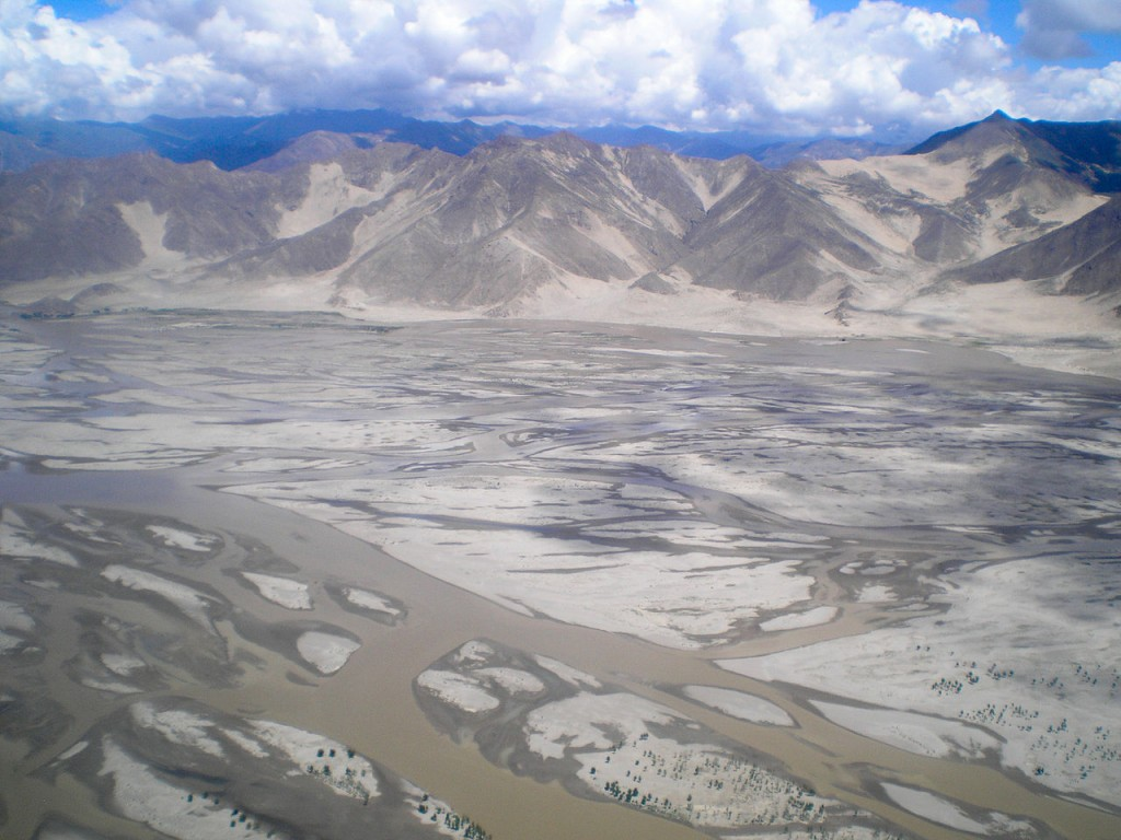 1280px-Yarlung_Tsangpo_-_Tibet_-_02[1]
