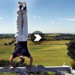 Equilibre en haut d'une tour de radio