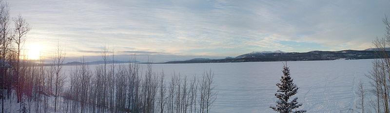 800px-Marsh_Lake_panorama[1]