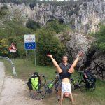 Ils font le tour du monde en couple et en vélo pour vérifier si la terre est ronde