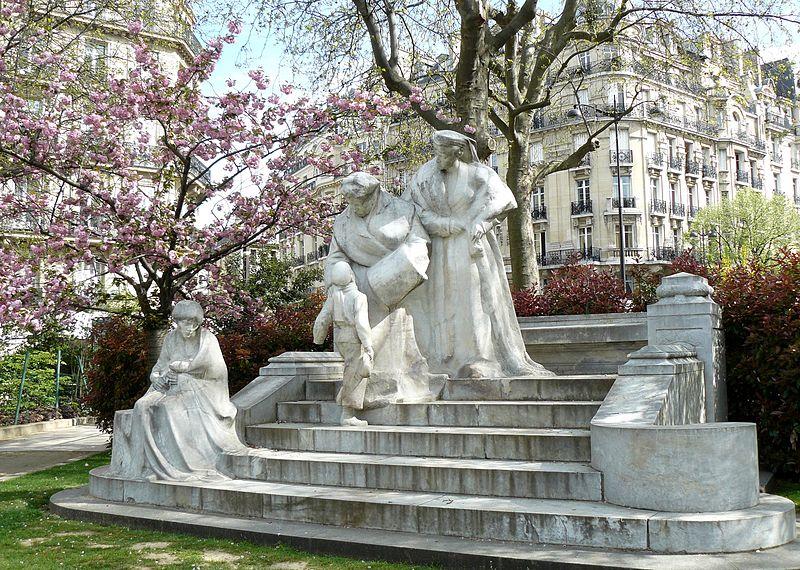 800px-Monument_Boucicaut[1]