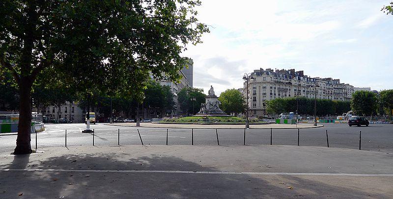 800px-P1120586_Paris_VII-XV_place_de_Breteuil_rwk[1]