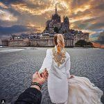 Projet Follow Me – Saison 3 : Il tend la main à sa petite amie qu'il photographie de dos autour du monde