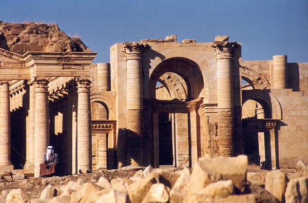 Hatra_ruins[1]