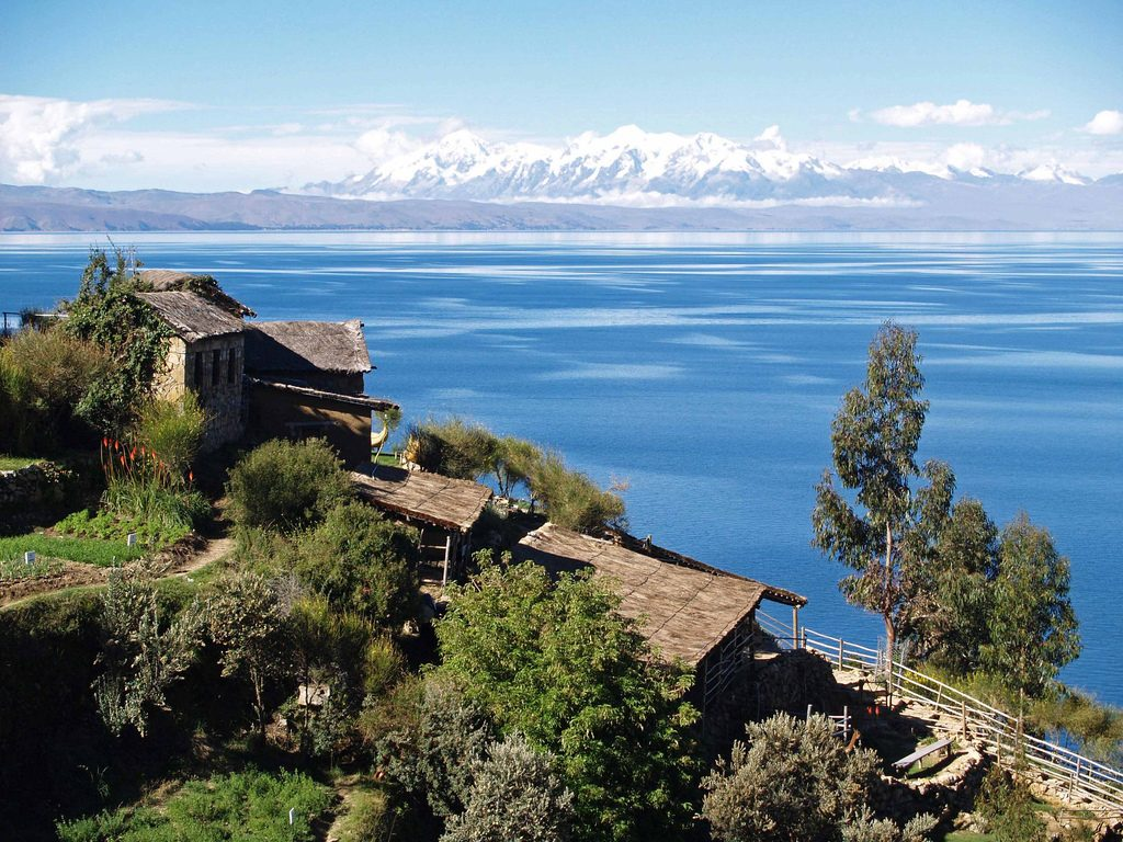 Lake_Titicaca_on_the_Andes_from_Bolivia[1]